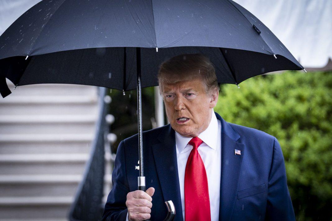 TikTokers rovinano il comizio di Trump